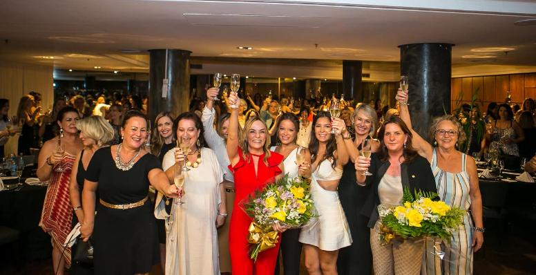 Ex-Juiza do TRESC recebe homenagem do Fórum Suprapartidário de Mulheres de Santa Catarina.