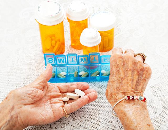 Cerca de 30% dos idosos têm alguma limitação em atividades diárias, como tomar remédio e se vestir