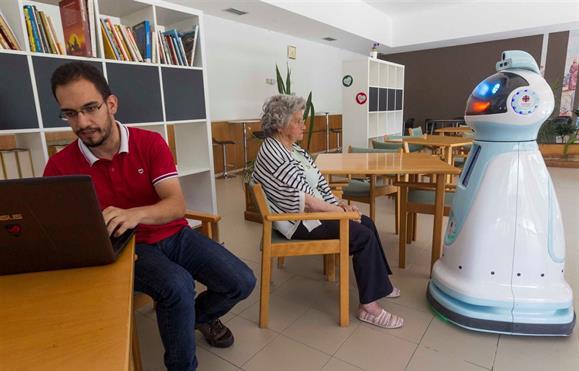 O robô que acompanha e ajuda a terceira idade