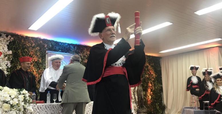 Idoso de 94 anos se forma em direito no RS e comemora: 'Emoção muito grande'
