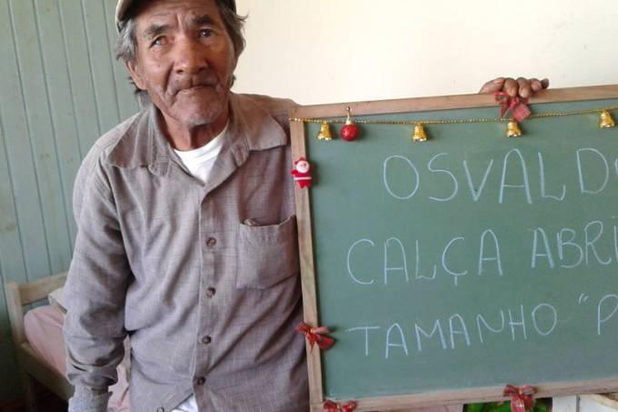 Idosos de asilo pedem presentes de Natal em campanha de voluntária.