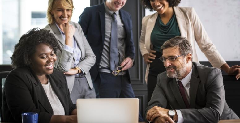 91% das empresas contratariam profissionais com mais de 50 anos, diz pesquisa