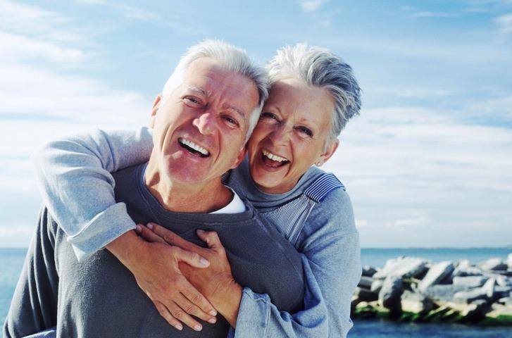 Pessoas idosas também podem ter uma vida sexual ativa