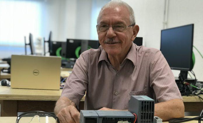 Calouro mais idoso da UFSC começa a estudar Engenharia de Automação aos 80 anos