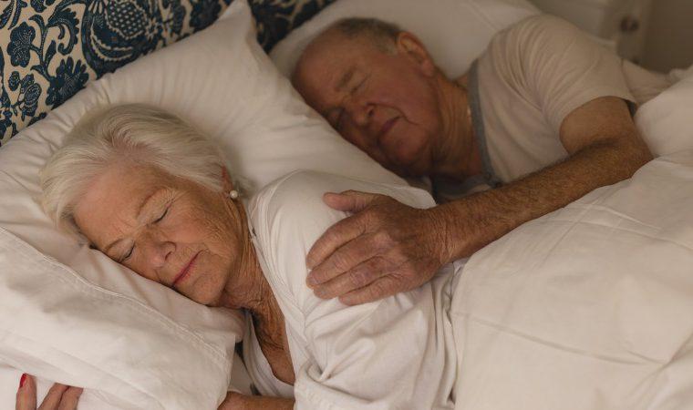 Como dormir melhor na terceira idade? Siga estas dicas simples